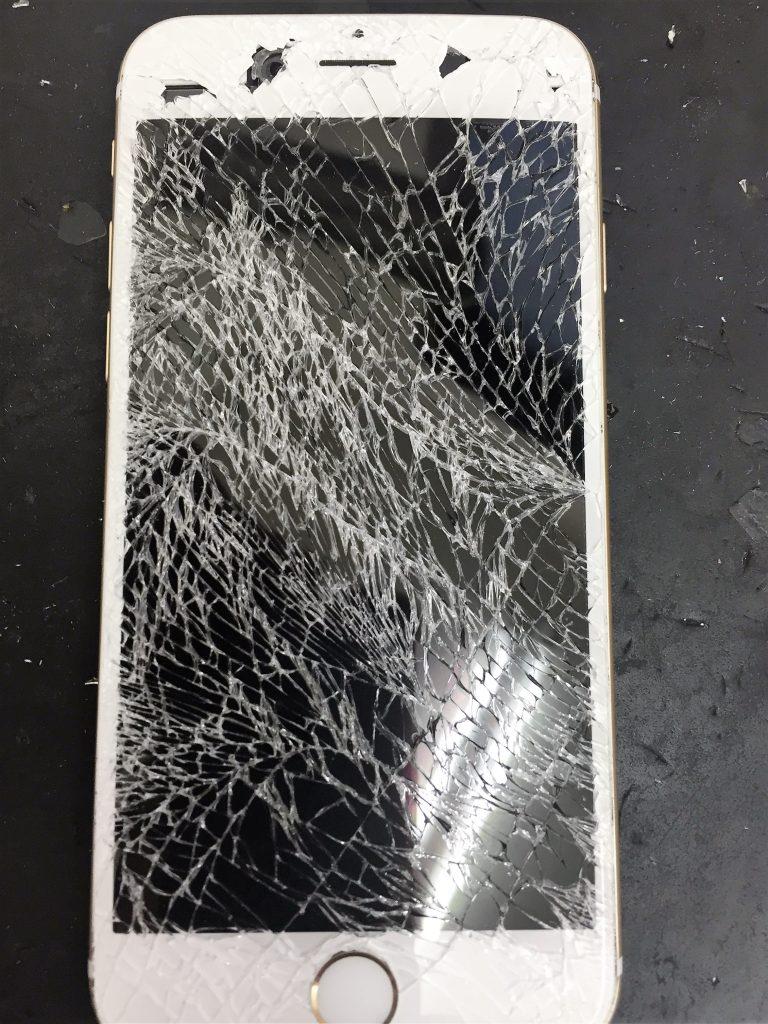 千葉県東金市よりiPhone6のガラス割れ修理でご来店です。
