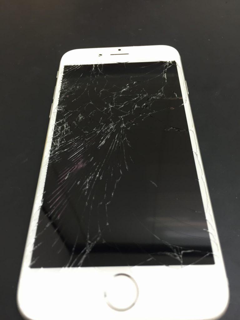 千葉県市原市よりiPhone6の液晶交換修理のお客様来店です。