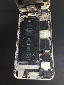 iPhone海水水没 内部