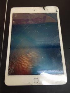 千葉市川市よりiPadmini3 画面ガラス割れ交換でご来店です。