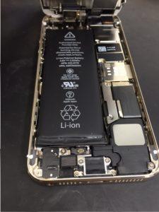 iPhone5sバッテリー膨張