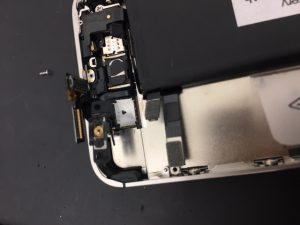 千葉県市川市よりリペアくん本八幡店にiPhone4sのスリープボタン修理でご来店です。