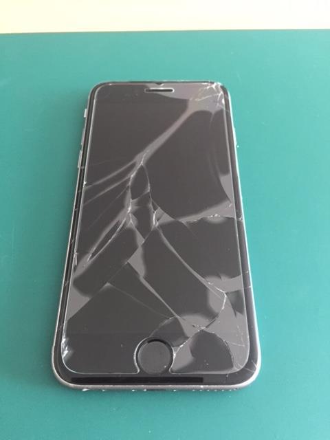 塾から帰宅の途中落とされて画面割れしたiPhone6の修理-iPhone修理のリペアくん、宮城仙台店
