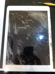 茨城県守谷市からのご来店、iPadAirガラス修理です。