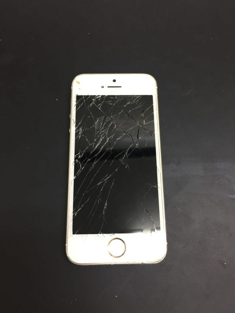 千葉県佐倉市よりiPhone6のガラス交換修理のお客様ご来店です。