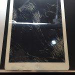 千葉県八千代市よりiPadAirガラス割れ交換修理でご来店です。ボディへこみ編